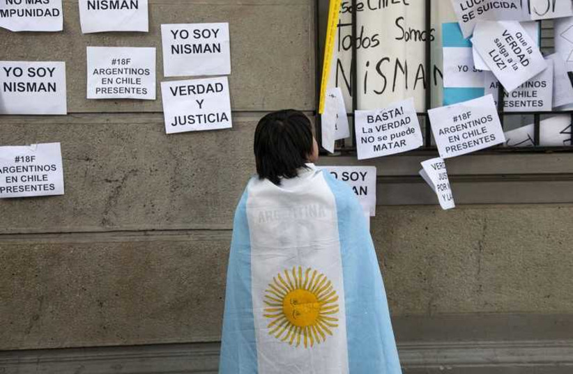 A citizen wears an Argentina flag during a peaceful demonstration honouring late Argentine state investigator Alberto Nisman outside the Argentina Embassy in Santiago (photo credit: REUTERS)