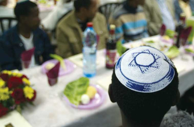 A Passover Seder for new immigrants takes place in Mevaseret Zion in 2011. (photo credit: REUTERS)