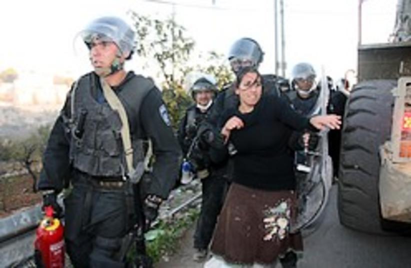 Hebron evacuation woman 248.88 (photo credit: Ariel Jerozolimski)