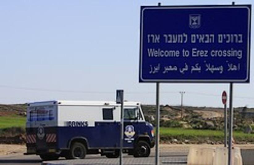 gaza cash transfer erez crossing 248.88  (photo credit: AP)