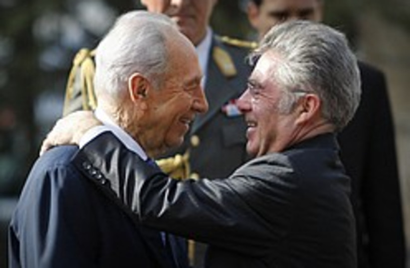 peres heinz fischer about to kiss 248 88 (photo credit: AP)