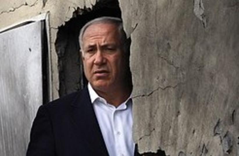 netanyahu checks out kassam damage 248  (photo credit: AP [file])