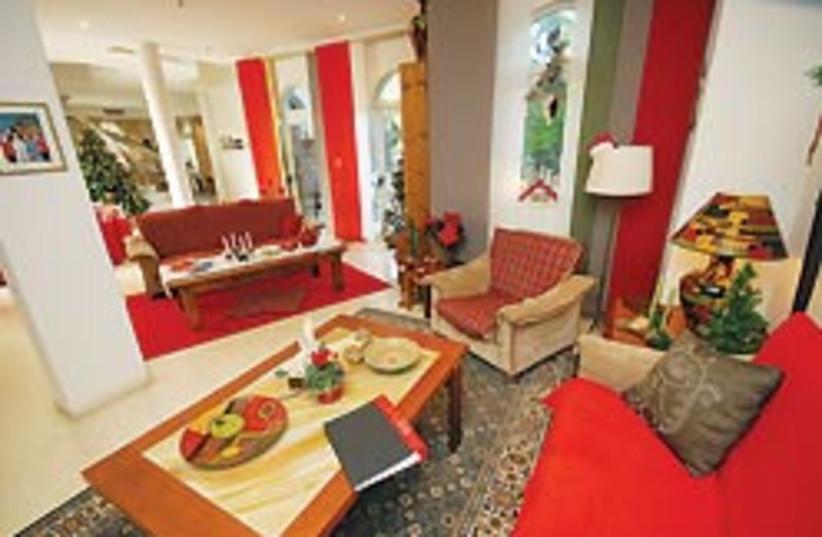 living room 4 88 248 (photo credit: Eyal Izhar)