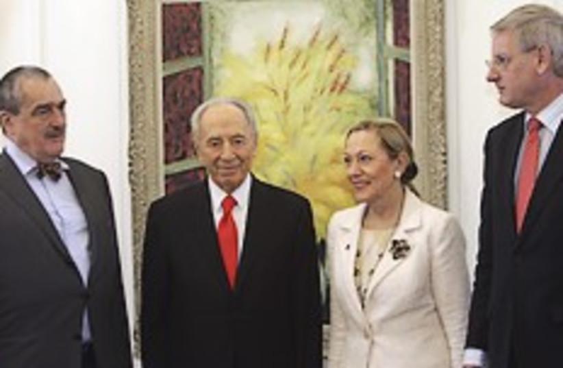 Peres europeans 248.88 (photo credit: AP)