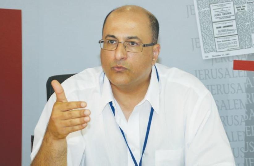 NEW YORK CONSUL-GENERAL Ido Aharoni meets with 'Jerusalem Post' staffers yesterday (photo credit: TOVAH LAZAROFF)