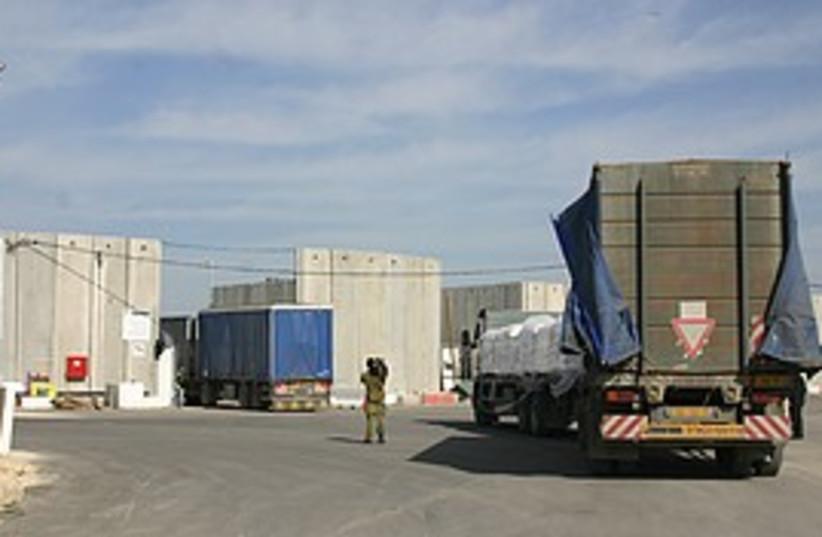 aid trucks top 298.175 248 existsNoResiz (photo credit: )