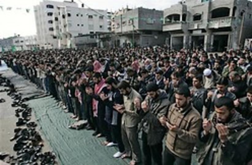 hamas pray 248 ap (photo credit: AP)