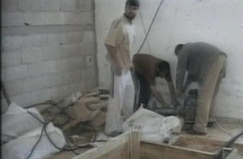 tunnel smuggle egypt gaza 248.88 (photo credit: Channel 2)
