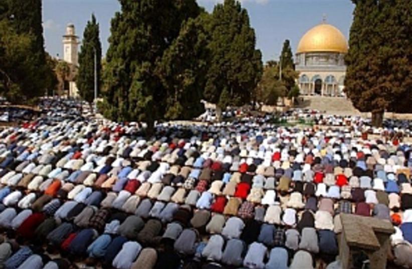 muslims praying 298.88 (photo credit: AP [file])