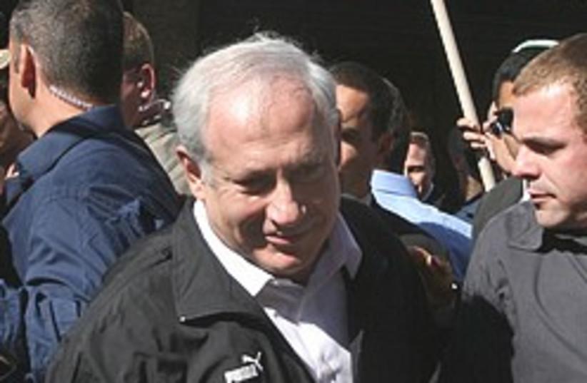 netanyahu shuk 248.88 (photo credit: Ariel Jerozolimski [file])