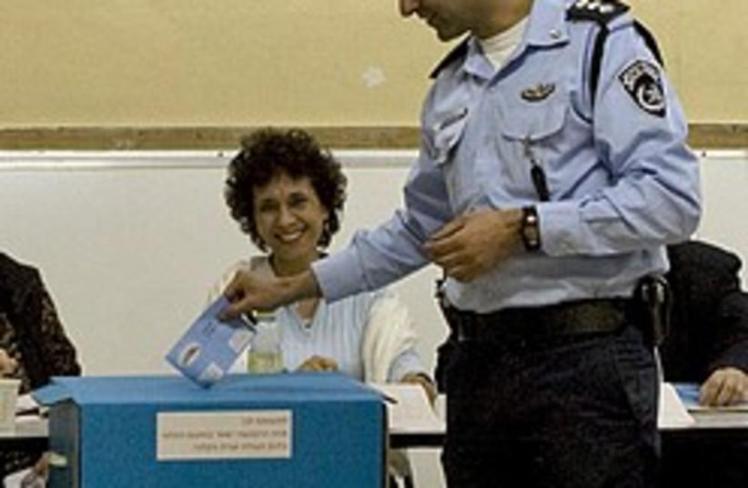 policeman vote 248.88 (photo credit: AP)