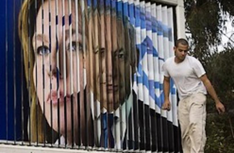 livni netanyahu both in sign gr8 248.88  (photo credit: AP)