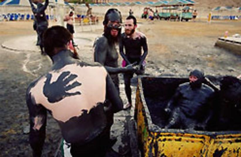haredim dead sea 88 248 (photo credit: Menahem Kahana)