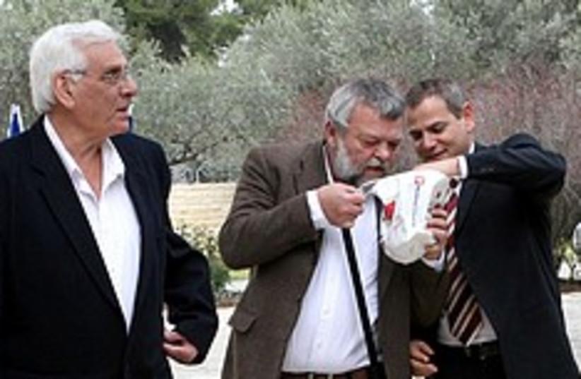 Meretz beit hanassi 248.88 (photo credit: Ariel Jerozolimski)