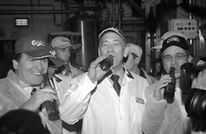 olmert drinking 88 248 (photo credit: Israel Manufacturers Association)