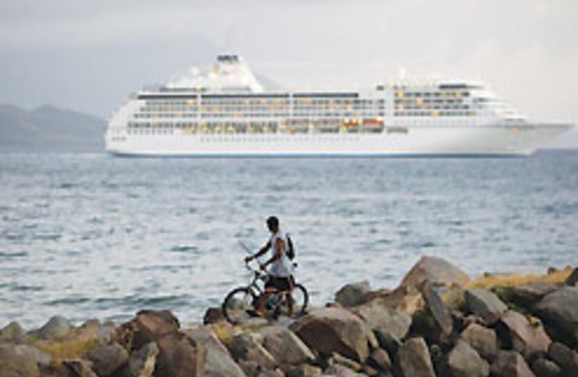 cruise ship 88 248 (photo credit: )