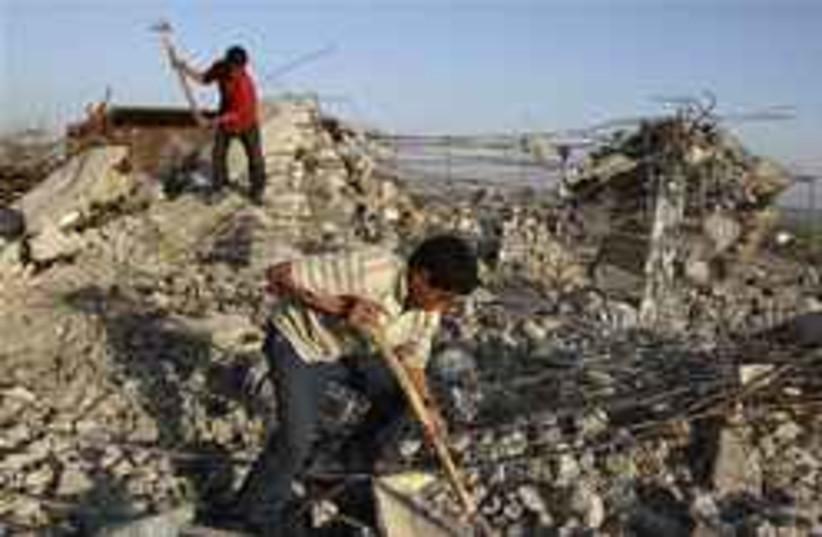kids digging gaza 248.88 (photo credit: AP [file])