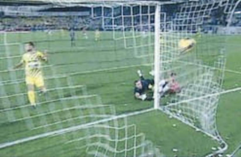 maccabi tel aviv soccer 248.88 (photo credit: Channel 10)