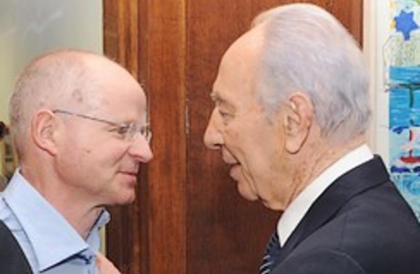 Peres meets Noam Schalit 248.88 (photo credit: GPO)