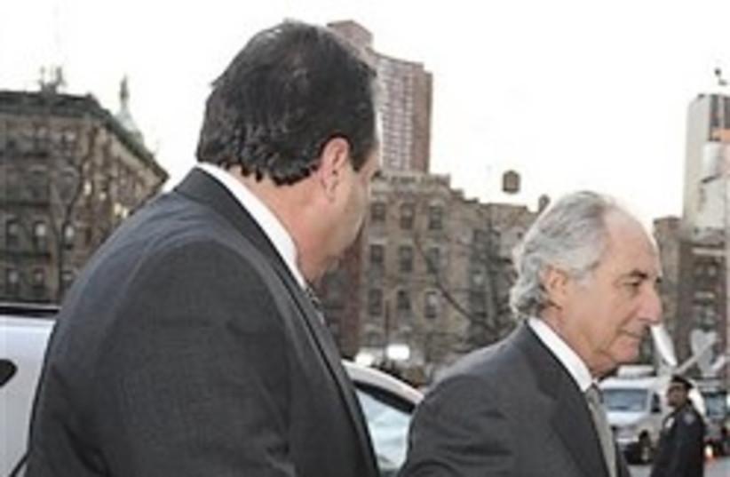 madoff arrives at court 248 88 ap (photo credit: )
