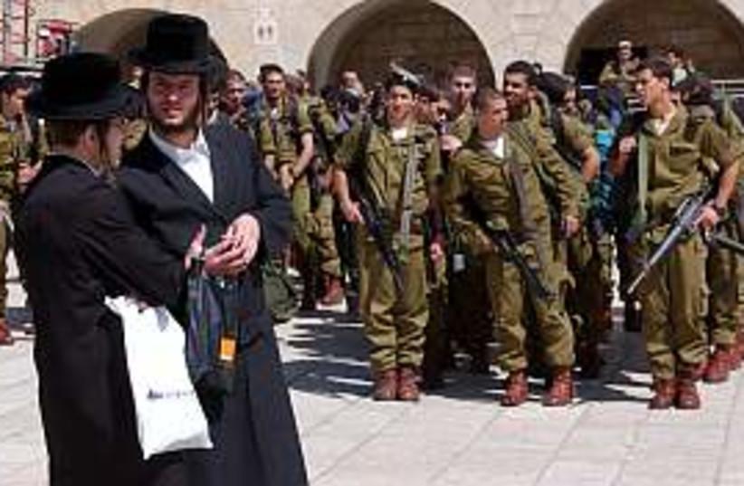 haredim near soldiers298 (photo credit: Ariel Jerozolimski)