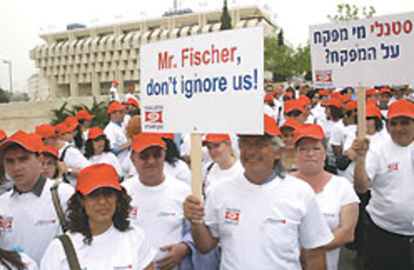 bank demonstrators 88 248 (photo credit: Ariel Jerozolimski)