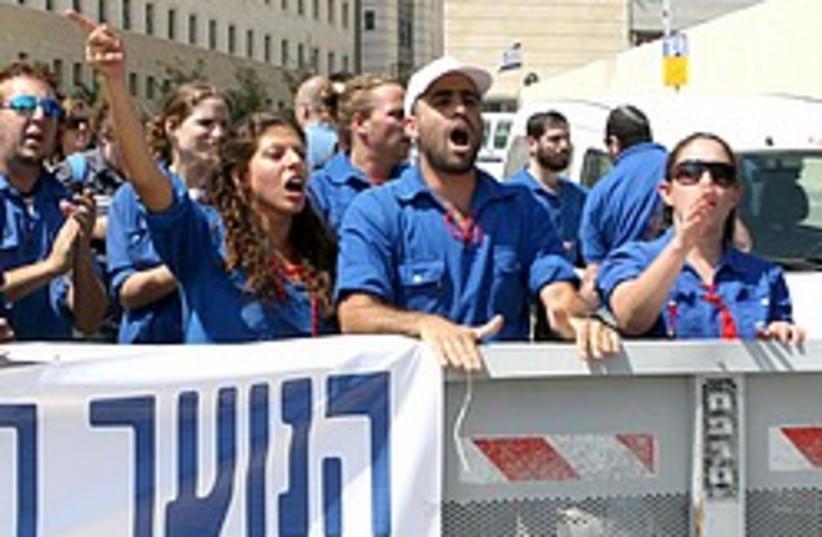 student protest pmo 248 88 aj (photo credit: Ariel Jerozolimski)