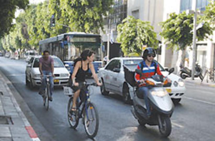 tel aviv street traffic 88 248 (photo credit: Hannah Weitzer)