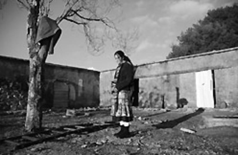girl standing 88 248 (photo credit: Yehuda Raizner)