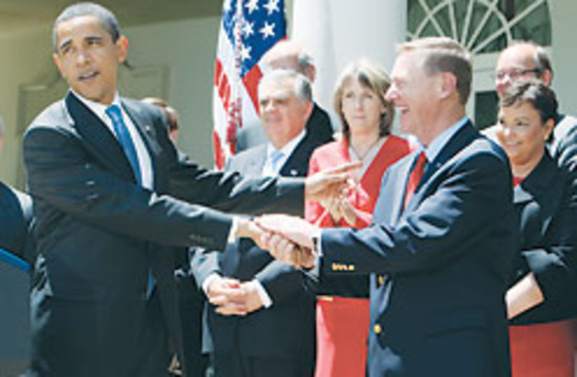 Obama with Ford CEO 88 248 (photo credit: )