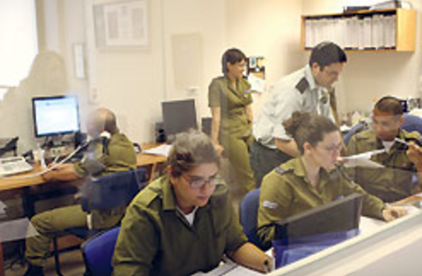 IDF Spokesmans foreign press 88 248 (photo credit: Ariel Jerozolimski)