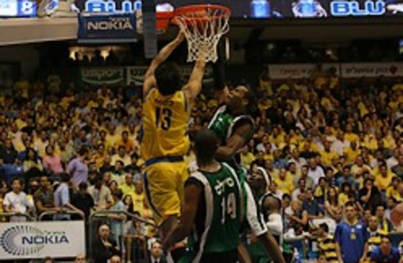 maccabi haifa basketball tel aviv (photo credit: )
