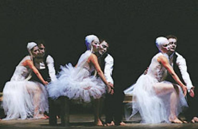 ballet balkans 88 248 (photo credit: Roland Lorente)