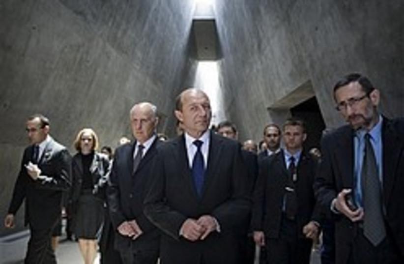 Traian Basescu yad vashem 248 88 ap (photo credit: AP)
