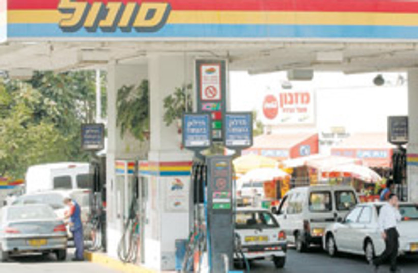 sonol gas station 88 248 (photo credit: Ariel Jerozolimski)