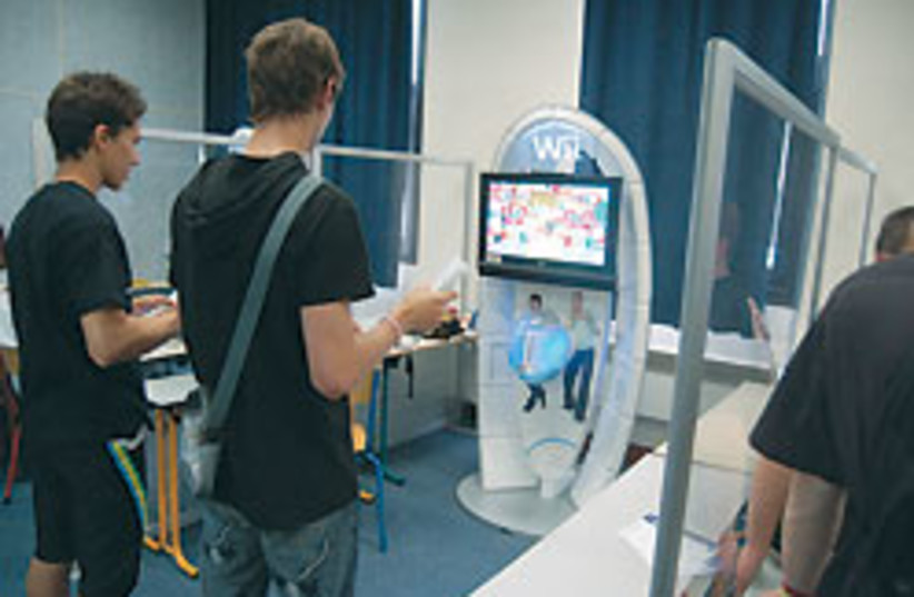 Wii fit system 88 248 (photo credit: Courtesy of Wikimedia)