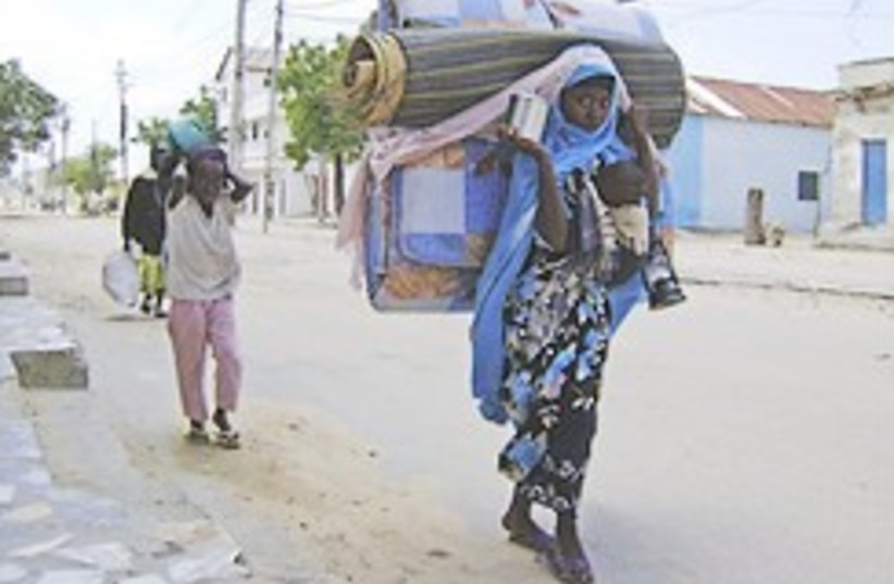 somalia fleeing 248.88 (photo credit: AP)