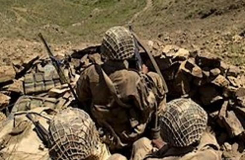pakistan soldiers 248.88 (photo credit: AP)