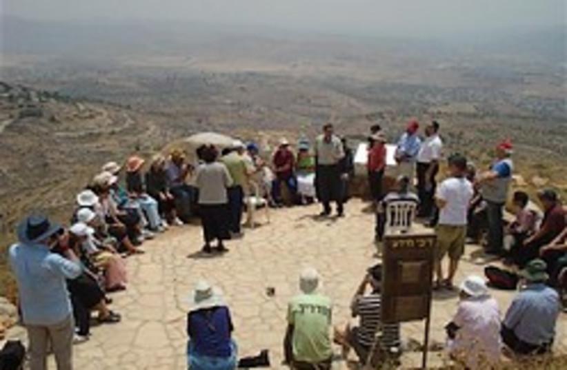 alon moreh outpost tour 248 (photo credit: Courtesy)
