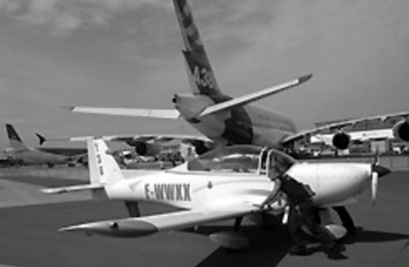 Lion AMP30 plane 88 248 (photo credit: )