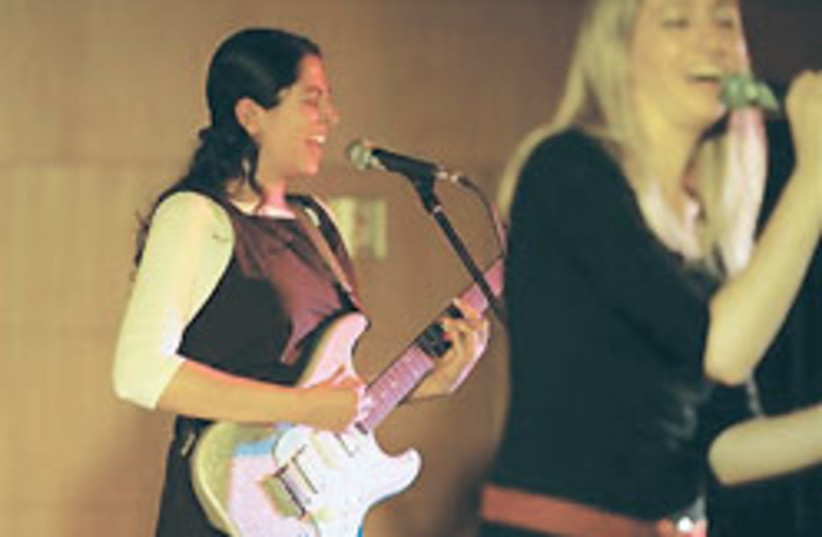 Ashira rock band 88 248 (photo credit: )