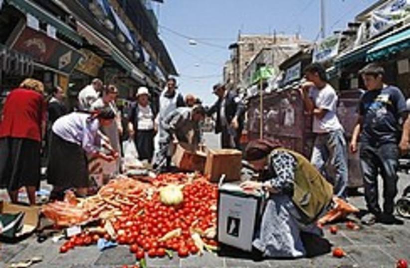 mahaneh yehuda protest 248.88 (photo credit: AP)