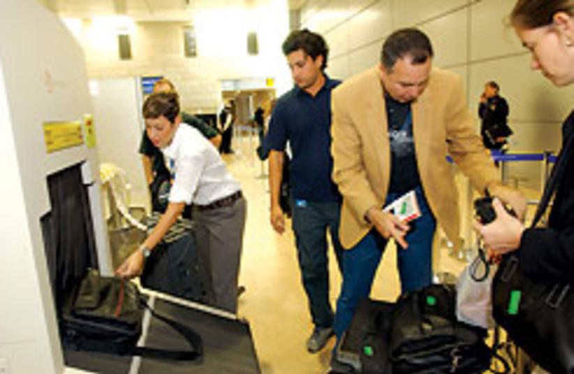 airport security 88 248 (photo credit: Ariel Jerozolimski)