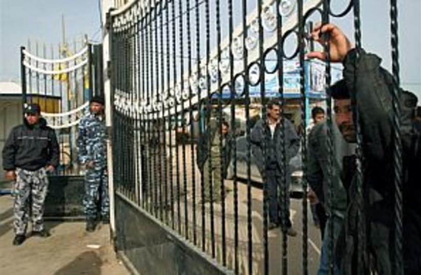 rafah crossing, closed 2 (photo credit: AP)
