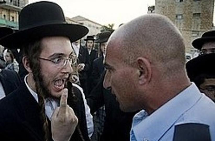haredim riot cop argument 248 88 (photo credit: AP)