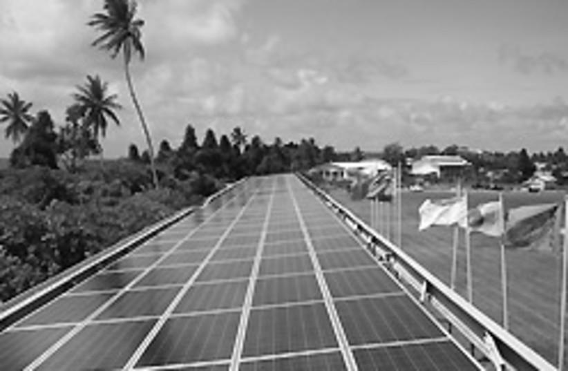 Tuvalu solar panels 88 248 (photo credit: )