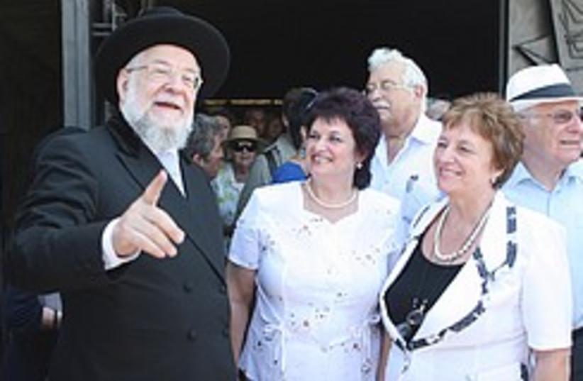 Rabbi Lau with saviors 248.88 (photo credit: Ariel Jerozolimksi)
