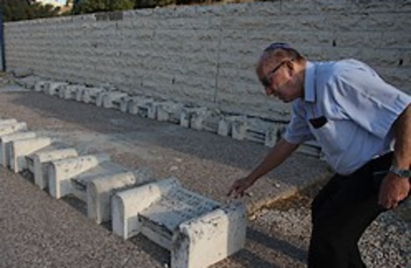 Hebron massacre grave 248.88 tovah (photo credit: Tovah Lazaroff)