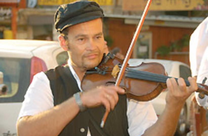 klezmer violin 88 248 (photo credit: )