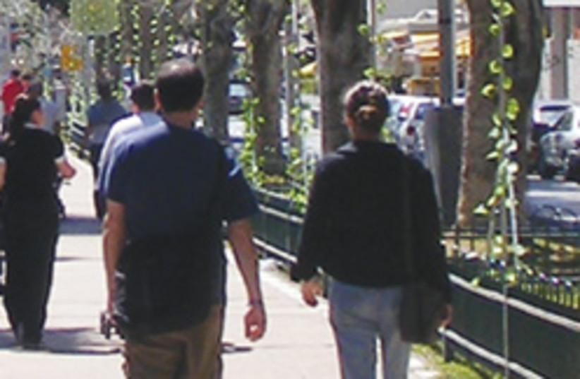 couple walking 88 248 (photo credit: Oren Klass)
